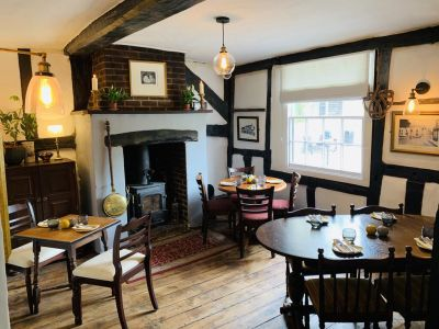 A272 dog-friendly pub with B&B and dog walk in the South Downs, West Sussex - Driving with Dogs