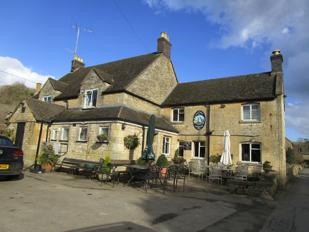 Dog-friendly pub and dog walk near Stow, Gloucestershire - Dog walks in Gloucestershire