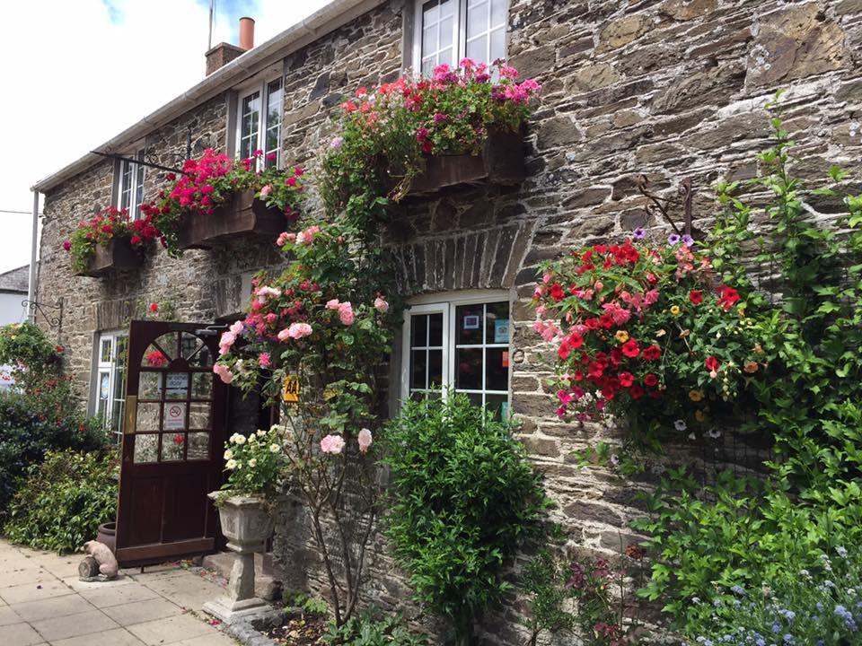 A38 dog-friendly inn with rooms near Saltash, Cornwall - Dog-friendly pub near Saltash