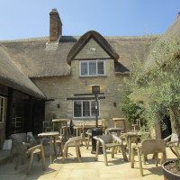 Dog-friendly pub, boutique B&B and dog walk near Witney, Oxfordshire - Dog walks in Oxfordshire