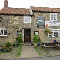 Riverside dog walk and dog-friendly pub, North Yorkshire - Yorkshire dog-friendly pub and dog walk