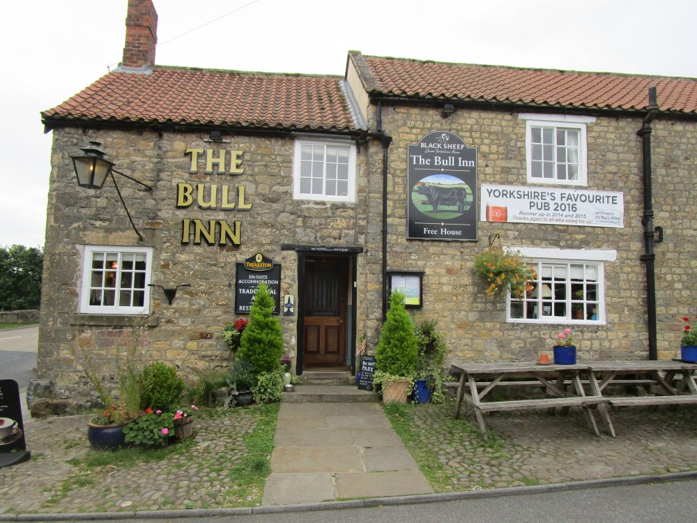 Riverside dog walk and dog-friendly pub, Yorkshire - Yorkshire dog-friendly pub and dog walk