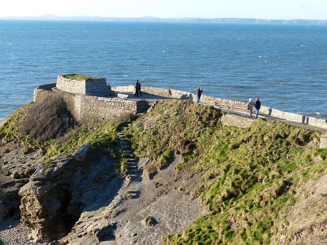 Dog-friendly beach with walks and dog-friendly pub, Wales - Pembrokeshire dog-friendly beaches.jpg