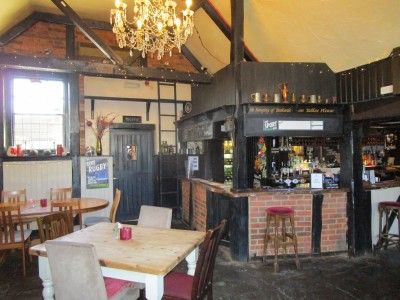 A246 dog walk and dog-friendly pub near Horsley, Surrey - Driving with Dogs