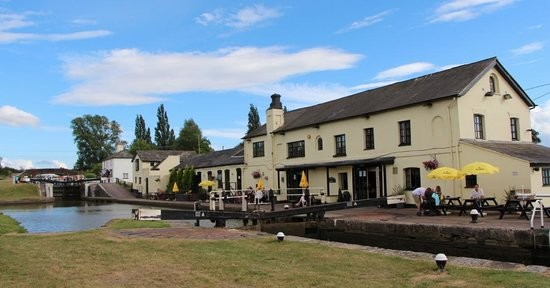 A5 dog-friendly pub and dog walk, Buckinghamshire - Buckinghamshire dog friendly pub and dog walk