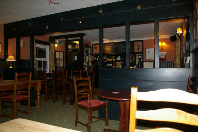 M4 Junction 17 dog-friendly dining pub, Wiltshire - Driving with Dogs