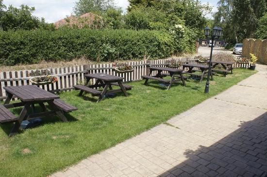 Dog-friendly pub near Manningtree, Essex - Essex dog-friendly pub and dog walk