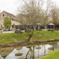Dog-friendly inn with B&B and a short dog walk near Chippenham, Wiltshire - Wiltshire dog friendly pub and dog walk