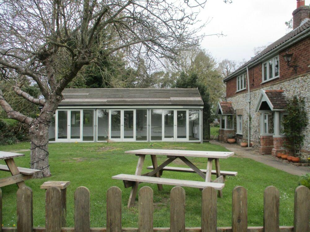 Friendly village pub with large garden on the Burnham Road, Norfolk - Norfolk dog-friendly pub with garden