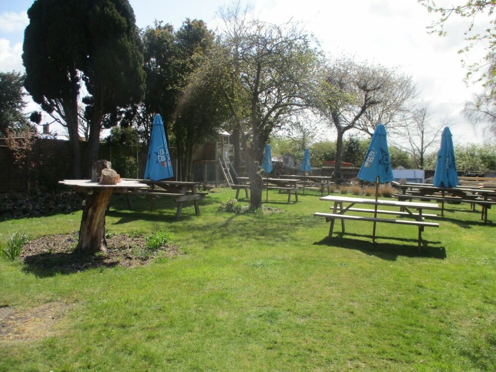 A149 relaxed family and dog-friendly village pub, Norfolk - Norfolk dog-friendly pub with garden