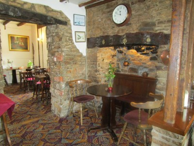 A361 dog-friendly dining inn and dog walk near Braunton, Devon - Driving with Dogs