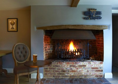 A4 dog friendly pub and dog walk near Hungerford, Berkshire - Driving with Dogs
