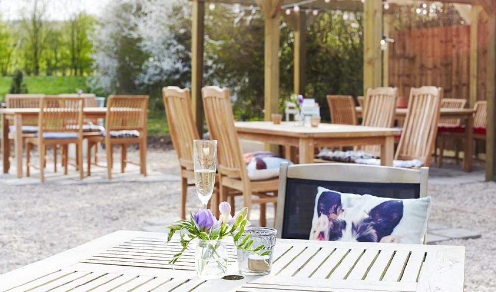 A343 dog-friendly inn near Newbury, Hampshire - Hampshire dog-friendly pub and dog walk