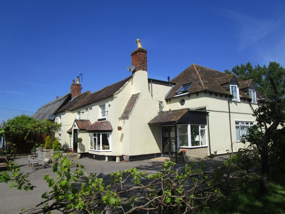 Dog-friendly pub and doggie leg-stretch near the M5, Worcestershire - Worcestershire dog walks and dog-friendly pubs.JPG