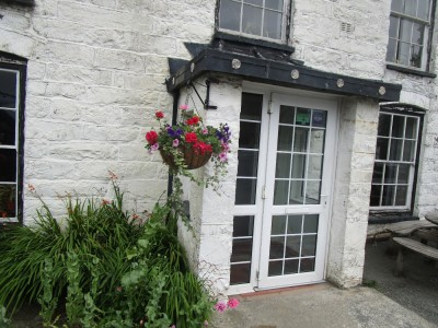 A470 dog-friendly pub near Machynlleth, Wales - Driving with Dogs