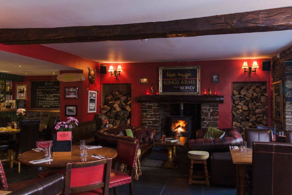 A361 dog-friendly pub near Barnstaple, Devon - Devon dog-friendly pub and dog walk