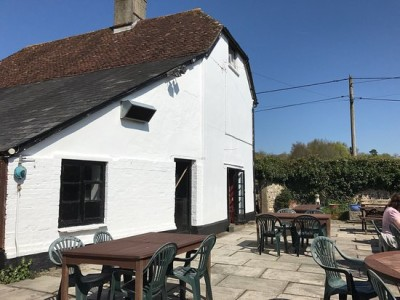 Traditional village inn with dog walk near Amesbury, Wiltshire - Driving with Dogs