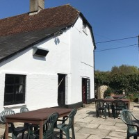 Traditional village inn with dog walk near Amesbury, Wiltshire - Wiltshire dog friendly pub and dog walk