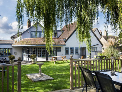 Dog walk and dog-friendly pub near Royston, Cambridgeshire - Driving with Dogs
