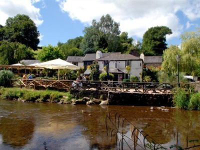 A381 dog-friendly riverside pub with B&B near Totnes, Devon - Driving with Dogs