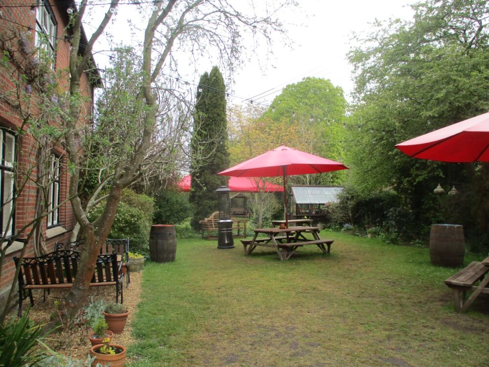 Dog-friendly pub with overnight camping, Suffolk - Suffolk dog-friendly pubs with dog walks