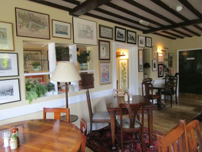 Stoke Row dog walk and The Cherry Tree dog-friendly dining, Oxfordshire - Driving with Dogs
