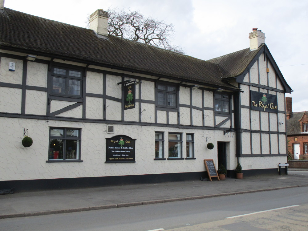 Kings Bromley dog-friendly pub, Staffordshire - Dog walks in Staffordshire