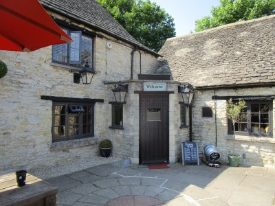 Dog-friendly pub near Bladon, Oxfordshire - Driving with Dogs