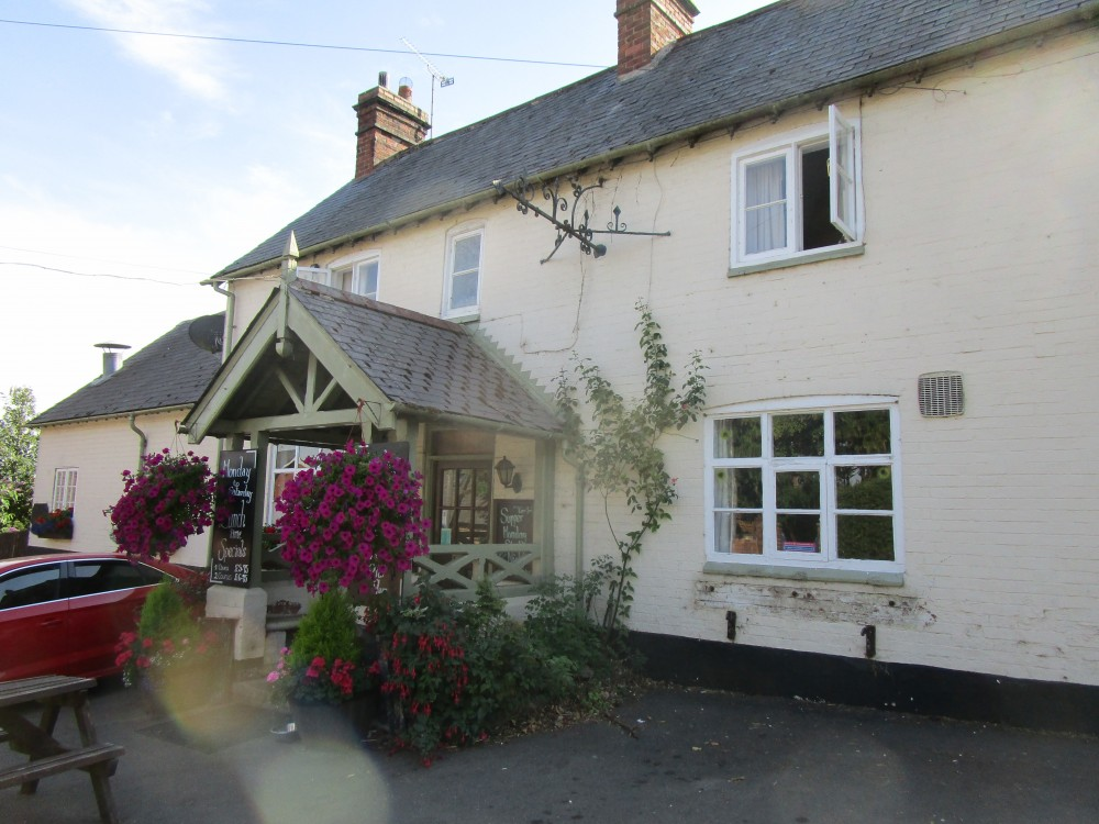 A6 dog walk and dog-friendly pub, Leicestershire - Dog-friendly pub and dog walk near Foxton Locks, Leicestershire
