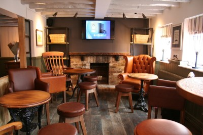 M25 Jct 14 dog walk and dog-friendly pub, Berkshire - Driving with Dogs