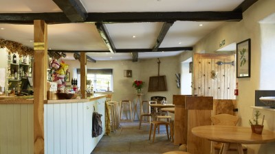 A30 country inn wth dog-friendly B&B and a dog walk, Wiltshire - Driving with Dogs