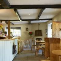 A30 country inn wth dog-friendly B&B and a dog walk, Wiltshire - Wiltshire dog friendly pub and dog walk
