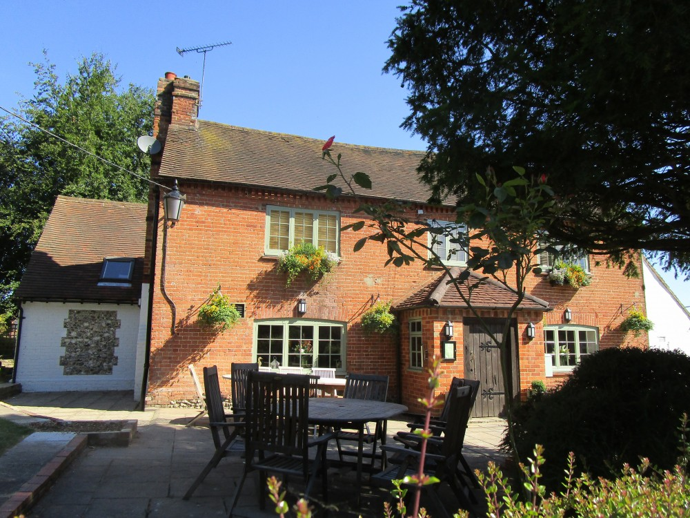 Chilterns dog-friendly pub and dog walk, Buckinghamshire - Buckinghamshire dog walk and dog-friendly pub