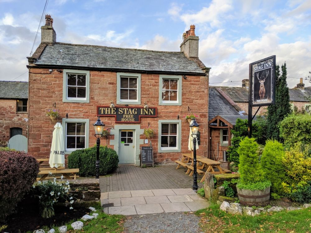 Classic Walker and Dog-friendly Country Pub in Dufton, near the A66, Cumbria, Cumbria - Cumbria dog-friendly pub