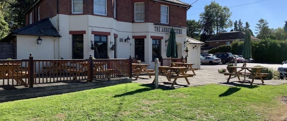A303 Test Valley dog walk and dog-friendly pub, Hampshire - Hampshire dog-friendly pub and dog walk