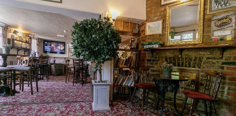M25 dog-friendly pub and dog walk in Staines, Surrey - Surrey dog-friendly pub and dog walk