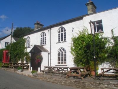 Riverside dog walk and dog-friendly inn, Devon - Driving with Dogs