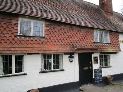 A272 dog-friendly pub and dog walk near Billinghurst, West Sussex - Driving with Dogs