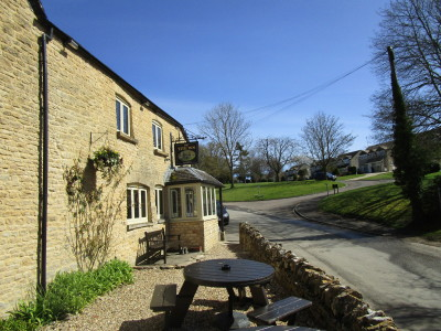 A361 dog-friendly inn and dog walk near Chipping Norton, Oxfordshire - Driving with Dogs
