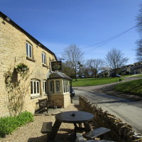 A361 dog-friendly inn and dog walk near Chipping Norton, Oxfordshire - Dog walks in Oxfordshire