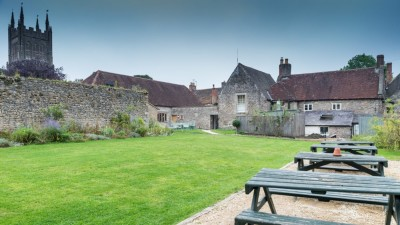 Dog walk and dog-friendly pub near Frome, Somerset - Driving with Dogs