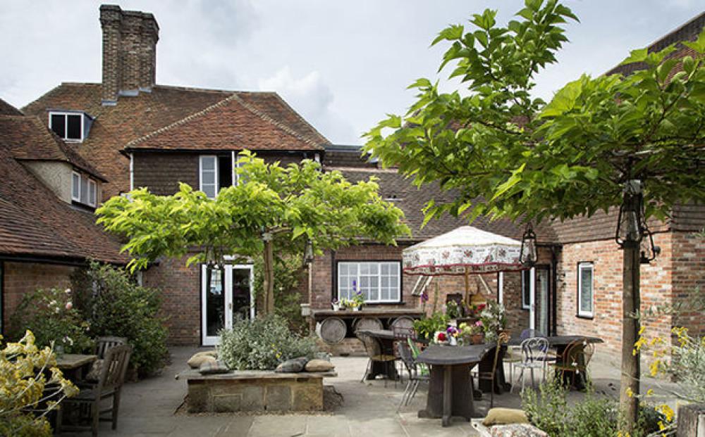 A21 really nice dog-friendly pub with B&B, East Sussex - Sussex dog-friendly pub and dog walk