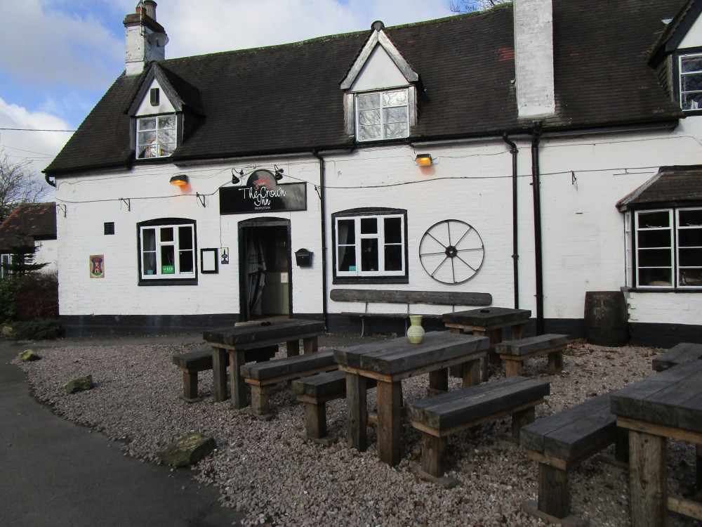 A44 dog walk and dog-friendly pub near Pershore, Worcestershire - Dog walks in Worcestershire