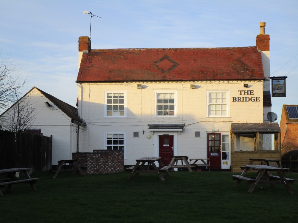 M5 J6 dog walk and dog-friendly pub, Worcestershire - Worcestershire dogfriendly pubs.JPG