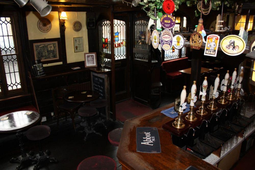 Real ale pub near Southend airport, Essex - Essex dog-friendly pub