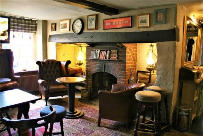 Dog walk and dog-friendly pub near Stevenage, Hertfordshire - Driving with Dogs
