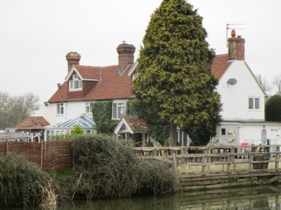 Country pub with dog walk near Lewes, East Sussex - Driving with Dogs