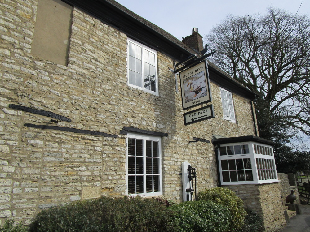 M40 Junction 10 dog-friendly pub and dog walk, Oxfordshire - Dog walks in Oxfordshire