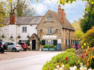 Oakley dog-friendly pub, Bedfordshire - Driving with Dogs