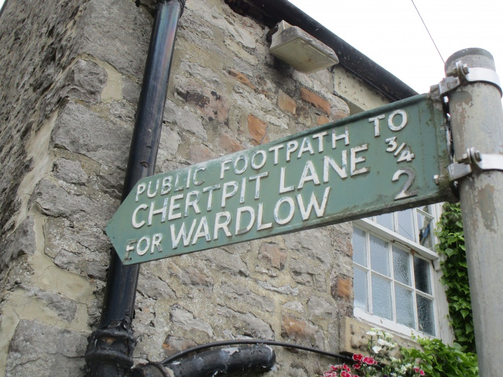 Dog walk and pub near Wardlow, Derbyshire - Derbyshire White Peak dog walk and dog-friendly pub